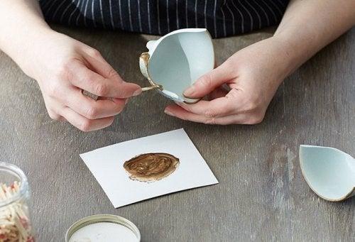 залепете счупената керамика с японска техника