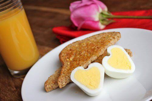 Закуската намалява риска от сърдечно-съдови заболявания.