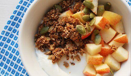 Плодова салата с тиквени семена