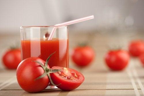 Натуралният доматен сок свива порите