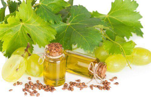 натуралните средства, например гроздовите зърна, подмладяват кожата