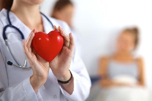 накиснати бадеми сърце