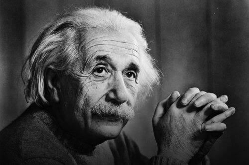 Алберт Айнщайн проговорил на 4 години