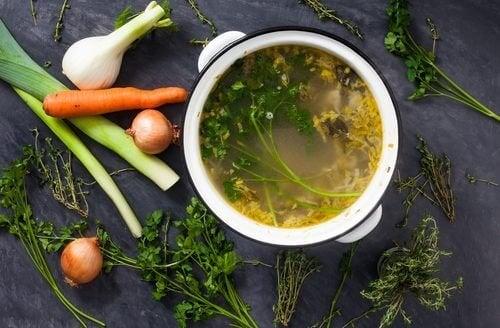 Как да приготвяте вкусни зеленчукови бульони за отслабване