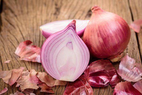 Яжте повече лук за да намалите високото кръвно