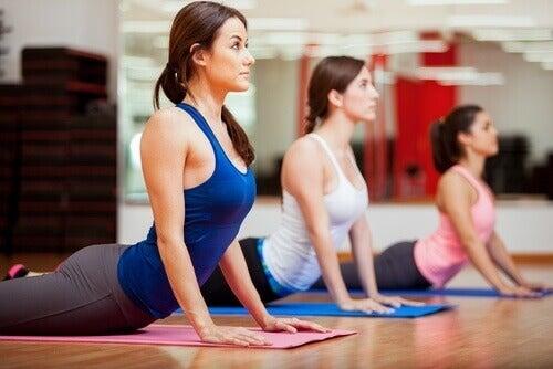 После влизаме на урока по йога. Там светът изглежда напълно променен.