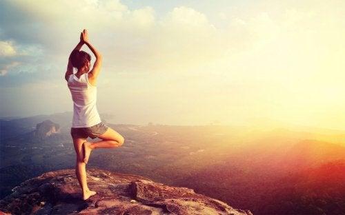 Важна полза от йогата е засилване способността ви да разсъждавате.