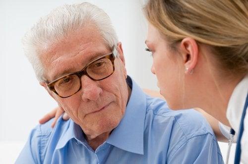помогнете на възрастните си роднини, които страдат от депресия, чрез внимание и признание
