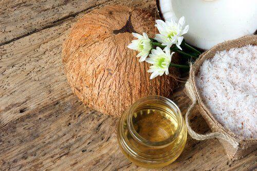 кокосовите масла подмладяват кожата