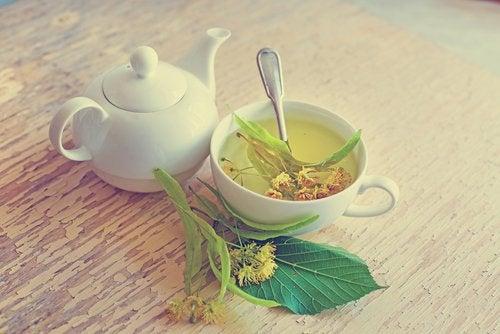 чаят от липа ще ви помогне да заспите