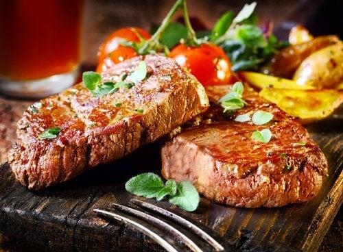 месото също облекчава симптомите на хипотонията