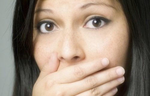 Причинява ли храната миризма на тялото?