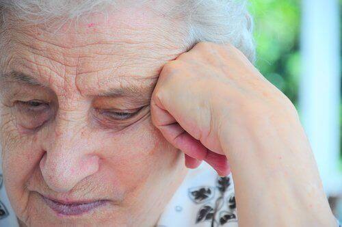 осъзнаването, че остаряват, е една от причините за депресия при възрастните хора