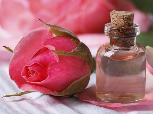 серумите с роза подмладяват кожата
