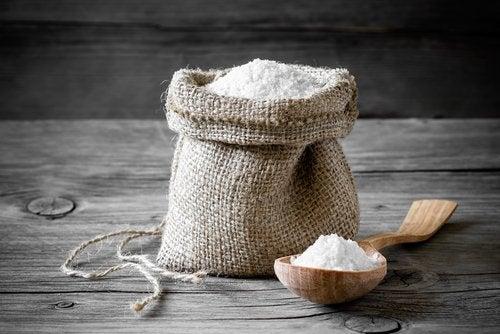 отървете се от въшките по косата с помощта на сол
