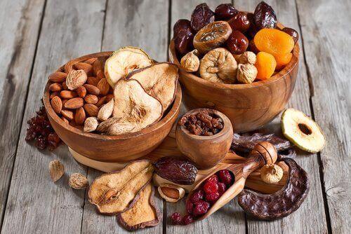 сушени плодове и бадеми