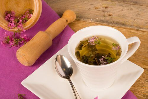 валерианов чай срещу сухотата в интимната област