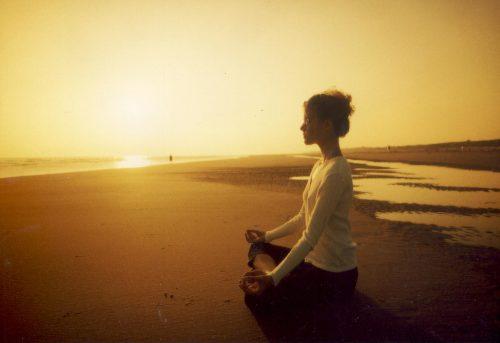 Как да започнете деня без стрес и тревожност: медитация