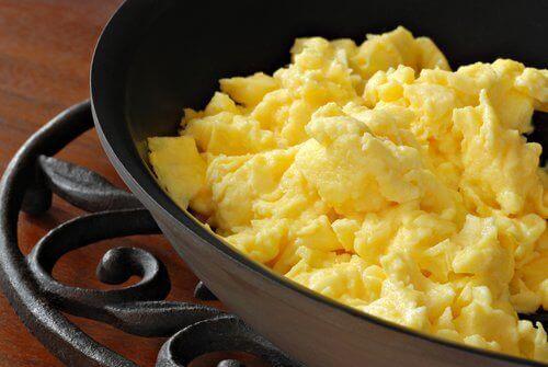 яйцата са сред храните с полезни мазнини