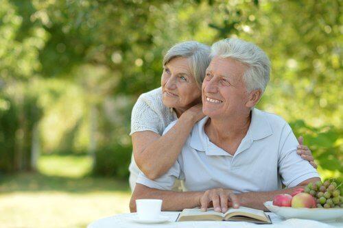 Как остаряват биологично мъжете и жените