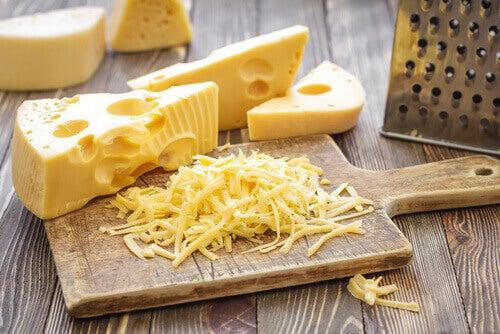 сиренето съдържа полезни мазнини