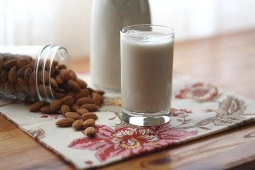 бадемовото мляко съдържа повече захар отколкото мислите