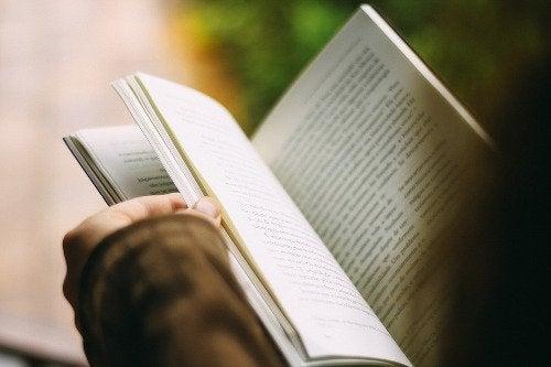 психичното ви здраве може да бъде подпомогнато от четене на книги