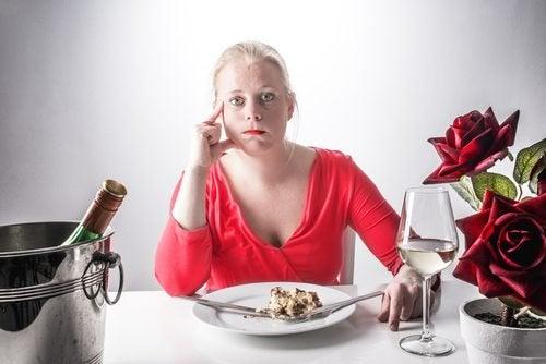 хората канализират емоциите си чрез храна