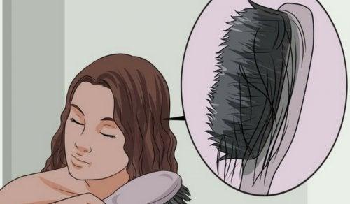 Открийте причините за изтъняването на косата и как да се справите