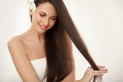 хранете се добре, за да се предпазите от окапването на косата