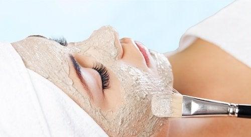 Маска за изчистване на дефектите по лицето
