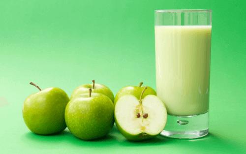 Сок от зелена ябълка за прочистване на дебелото черво