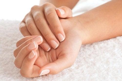 Заздравете ноктите си с домашен лосион