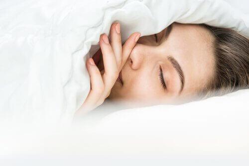 Как да спите, когато е студено
