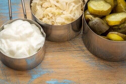 кисело мляко, кисело зеле, кисели краставици срещу подуването на корема