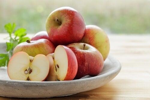 ябълките облекчават болката от подутите венци