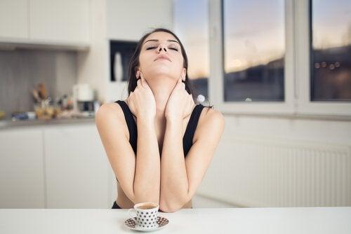Начини за намаляване на бръчките по шията
