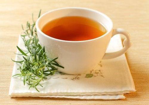 чай от розмарин за лечение на акне