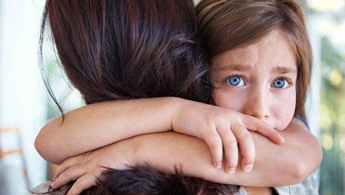 детската привързаност понякога е свързана с отхърляне от страна на родителя