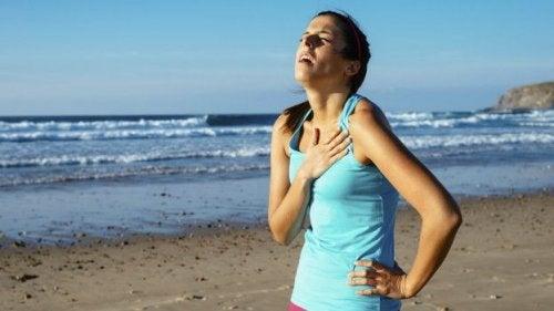 Носенето на тесни дрехи може да причини дихателни проблеми
