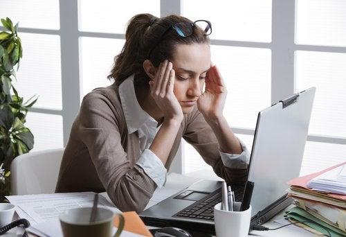 отрицателна енергия, която влияе на работата ви