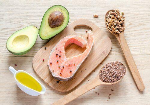 изгарянето на мазнини и трупането на мускулна маса не изключва приема на здравословни мазнини
