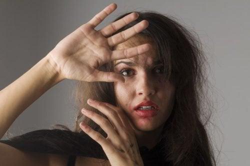 5 сигнала да разпознаете малтретираните жени