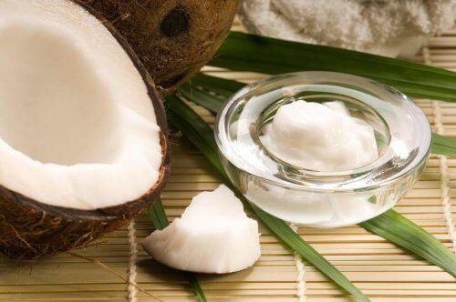 кокосово мляко - приложение в козметиката за кожата на околочния контур