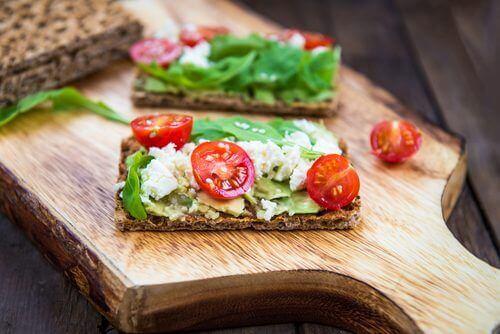Крекери със семена са идеално допълнение към всяка закуска