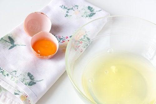 яйца с белтъци, отделени от жълтъците