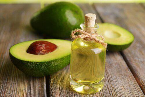 масло от авокадо за намаляване на бръчките по шията