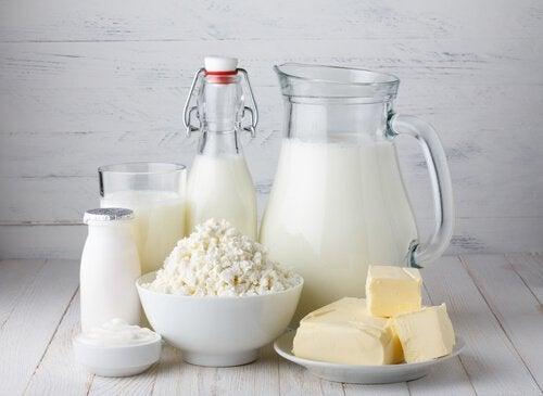 Млякото и млечните продукти са свързани с коремното подуване