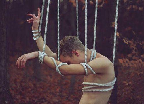 любовта не е любов, когато е свързана с манипулиране на другия