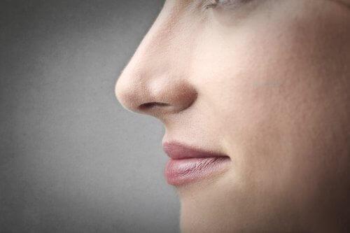 кървене на носа, в следствие на високо кръвно налягане